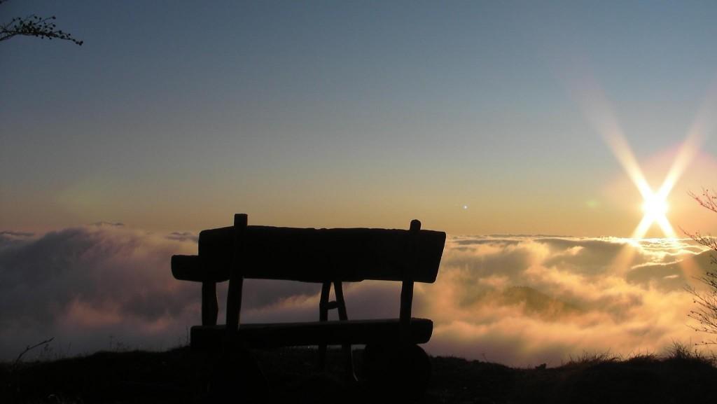 Večerni pogled iz razgledne točke na Starem vrhu